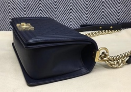 100% AUTHENTIC CHANEL NAVY BLUE QUILTED LAMBSKIN MEDIUM BOY FLAP BAG GHW image 8