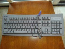 Sony KB-7923 P/N: 175928911 PS/2 Sony Vaio Computer Keyboard, FCC ID: E8... - $256,50 MXN