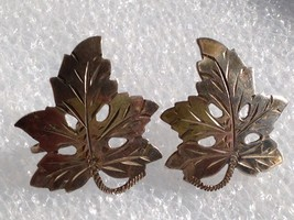 VINTAGE STERLING SILVER ETCHED GRAPE LEAVES SCREW BACK EARRINGS - $25.73