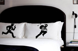 2 PILLOW FIGHTING vintage Cops and Robbers pillowcases police chase pill... - $544,61 MXN