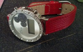 Mickey Mouse watch Disney red band ladies watch needs battery digital - $169,29 MXN