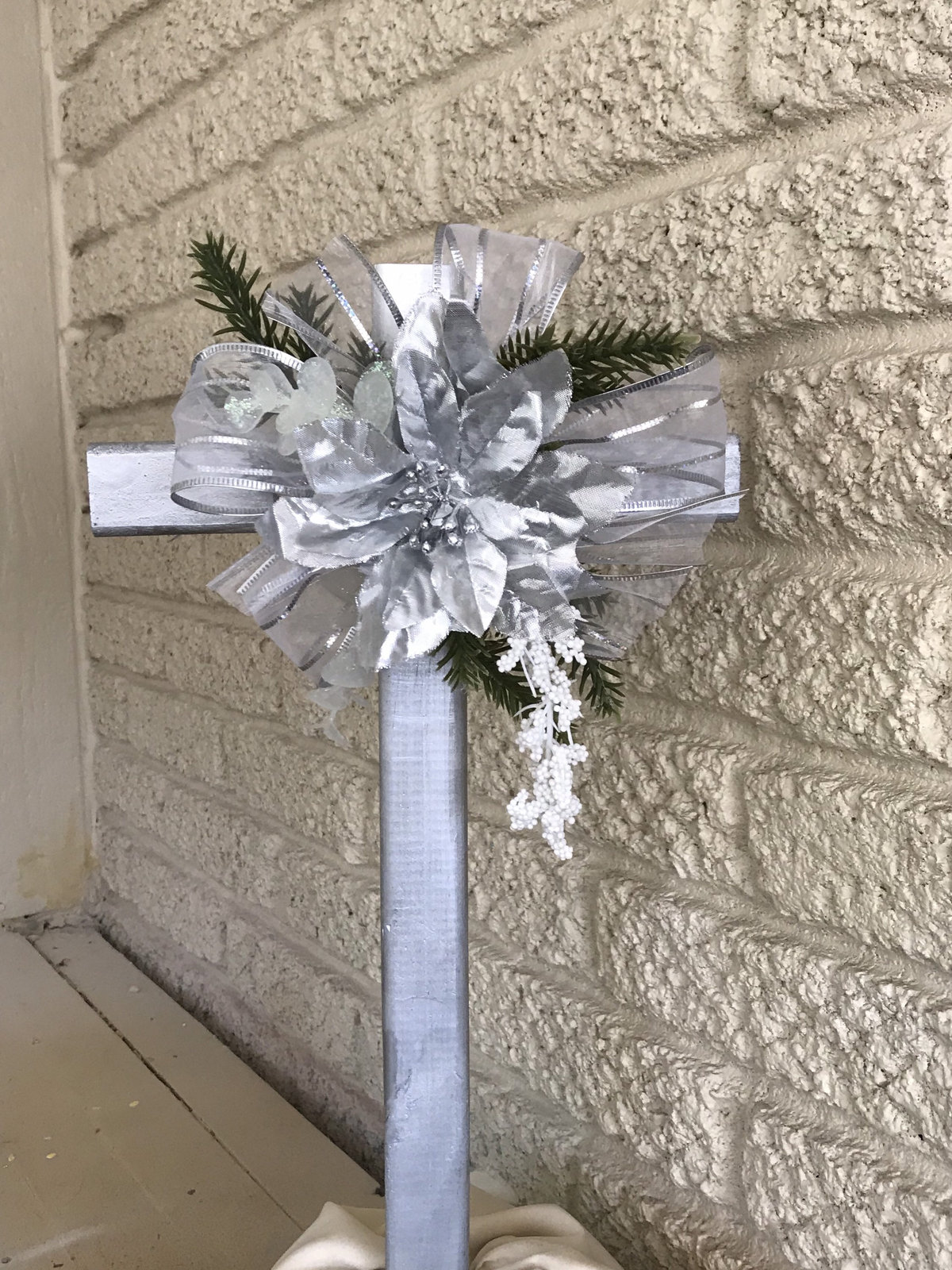 Christmas Cemetery Cross , flowers for grave, holiday ...