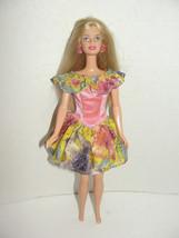 Pretty Fashion Fever Avenue? Golden Blonde Barbie doll 1990s  - $7.99