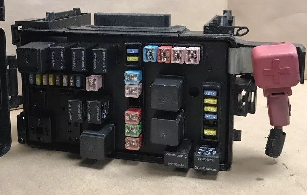 2007 Chrysler 300 Integrated Power Fuse Box Module