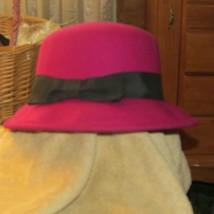 girls hat soft felt w/brim up or down dark magenta w/black bow (pur/sm/hat) - $6.35