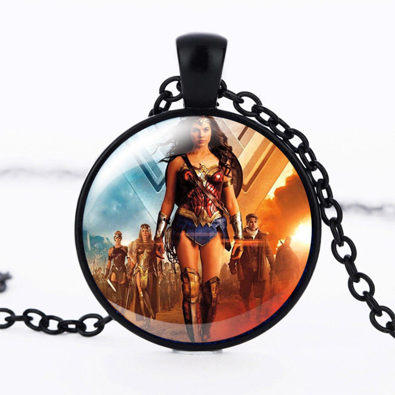 WONDER WOMAN CABOCHON NECKLACE ** >> COMBINED SHIPPING <<    (8449)