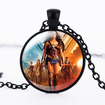 WONDER WOMAN CABOCHON NECKLACE ** >> COMBINED SHIPPING <<    (8449) - $3.71