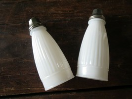 Vintage Milk Glass Ribbed Stove Range Sized Tall Salt Pepper Shakers - £31.72 GBP