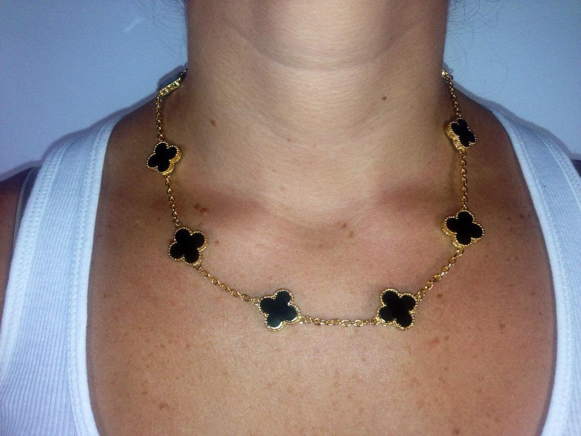 Onyx motif necklace
