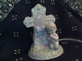 "Nite-Lite - Boy praying in front of a cross - 6"" - MB-1362"
