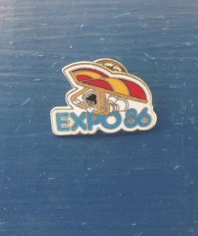 Official expo 86 pin --Hard to find -- Hang Glider