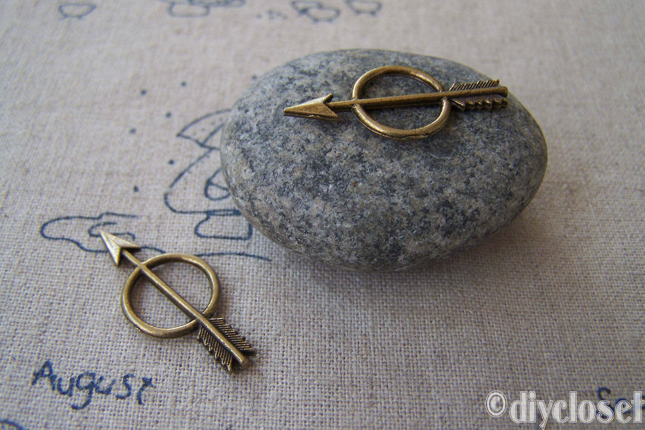 20 pcs of Antique Bronze Ring And Arrow Charms 13x28mm A2318