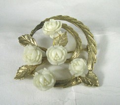 Pin Brooch White Flowers Goldtone Unsigned Size 1 5/8 Inch Leaves Floral... - $29.69