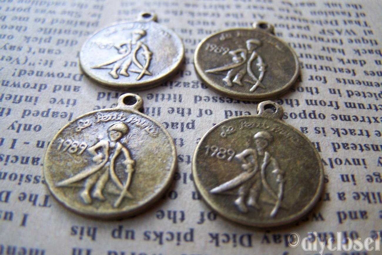 10 pcs of Antique Bronze 1989 le petit prince (The Little Prince) Dos Pesos Coin