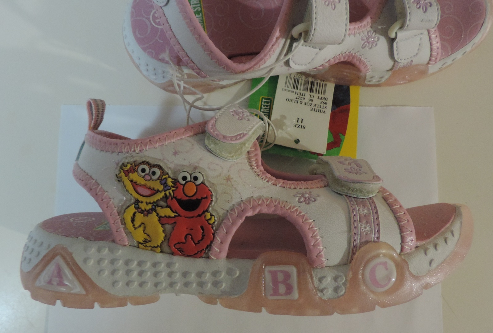Primary image for Sesame Street Zoe & Elmo girl's Size 11 Lighted Footwear - New
