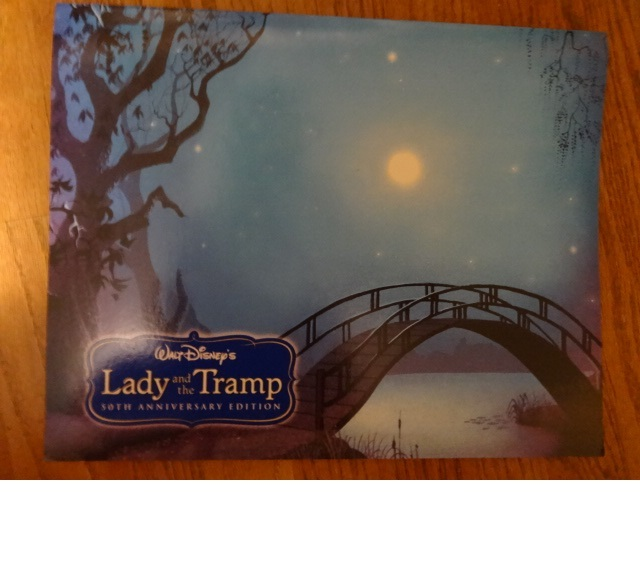Walt Disney LADY & THE TRAMP 4-litho set + keychain + soakie + book