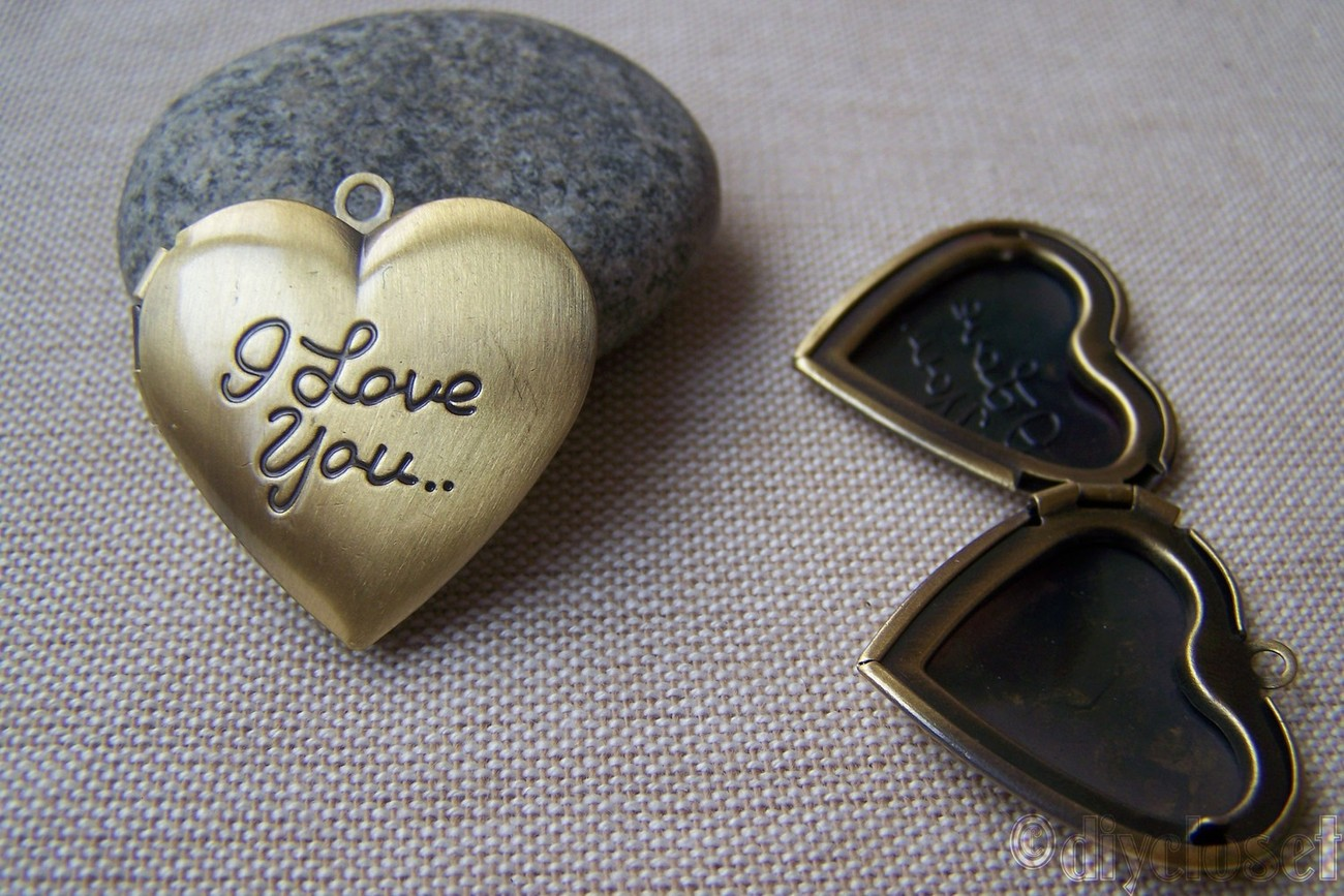2 pcs of Antique Bronze Brass I Love You Heart Photo Locket Charms 27x29mm A35