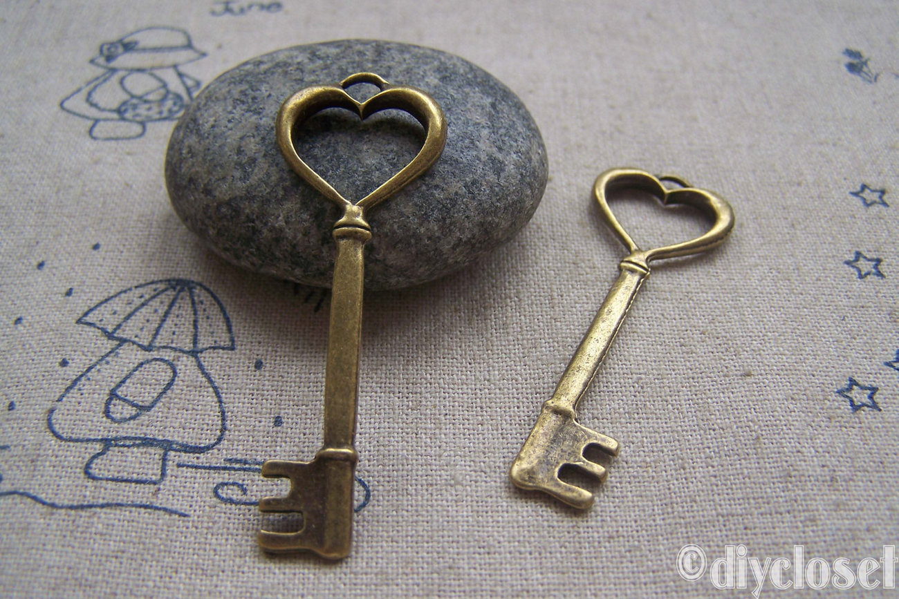 10 pcs of Antique Bronze Heart Key Charms Huge Size 18x50mm A4586