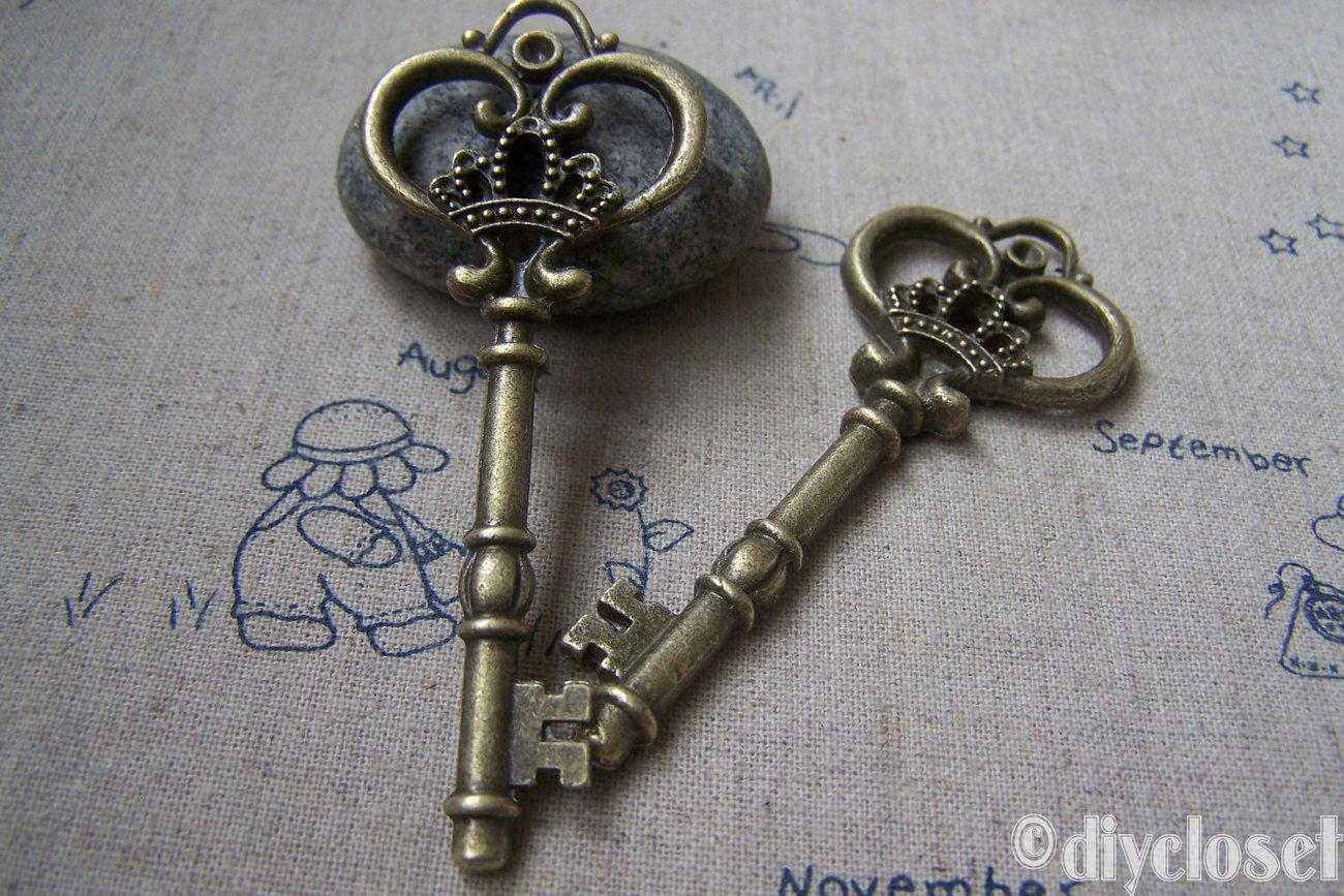 5 pcs of Antique Bronze Crown Key Charms 32x83mm A2941