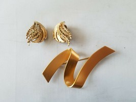 Monet Vintage Signed Gold Tone Pin Brooch & Trifari Earrings Clip On - $55.79
