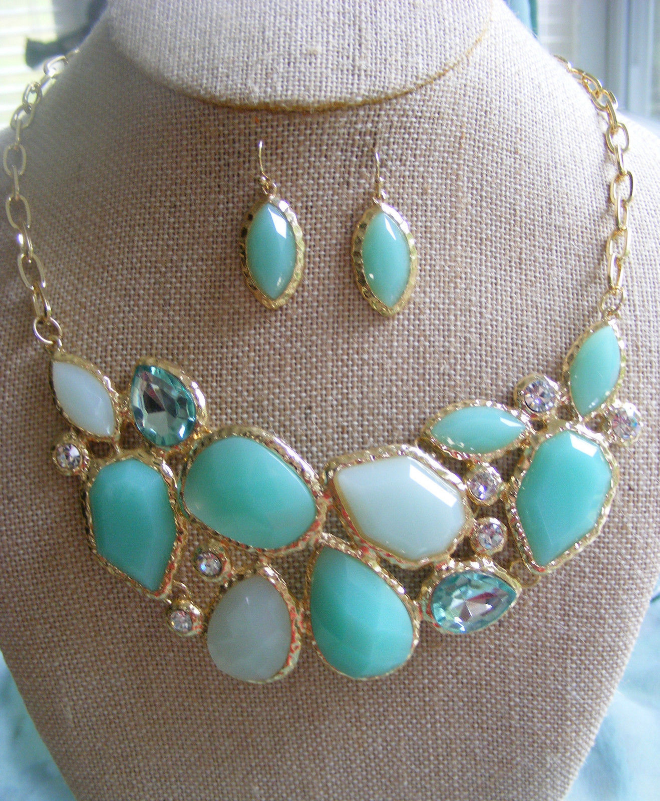 Primary image for SEAFOAM AND MINT GREEN GLASS  BUBBLE BIB NECKLACE WITH  MATCHING EARRINGS