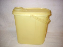 Vintage Tupperware Pastel Yellow Pitcher Space Saver w/ Handle #587 EUC - $24.99