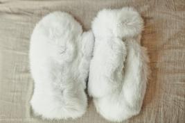 Real Rabbit Fur Mittens (White)/Mitaines En Fourrure De Lapin (Blanc) - $69.00