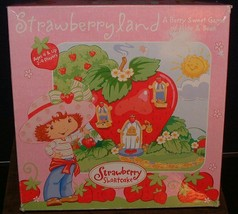 "2003 Strawberry Shortcake ""STRAWBERRYLAND"" a Berry Sweet Game of Hide & Seek - $12.86"