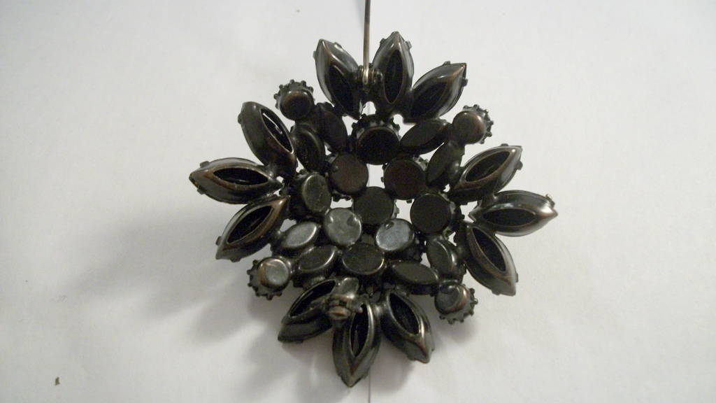 Unsigned Beauty Mourning Black Glass Japanned Marquis Round RS Brooch 3687