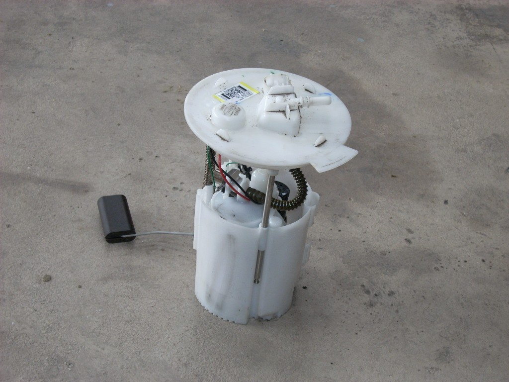 2014 FORD FOCUS FUEL PUMP ASSEMBLY BV61-9H307-GH OEM