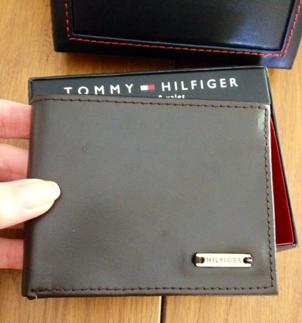 Tommy Hilfiger Trifold Passcase Wallet New In box with Tag Brown Leather image 3