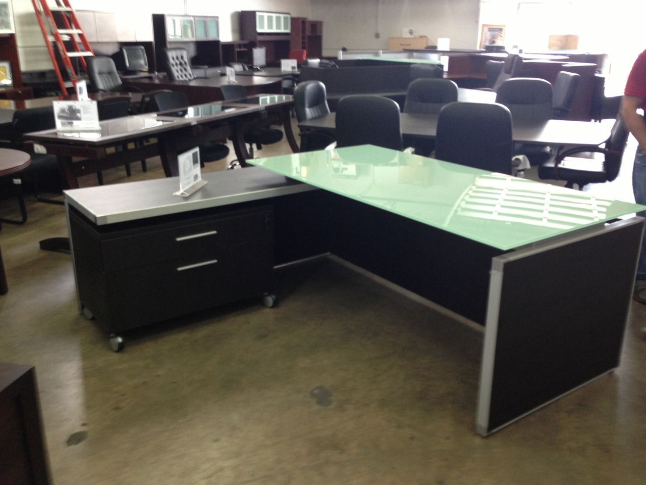 Chiarezza Executive L Desk Split Level White Frost Glass Top 7875gt