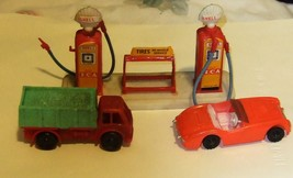 HO Scale Vintage Shell Gas Station & Cars - $8.95