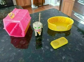 Vintage 1983 Barbie Fluff The Cat Bed Dish Carrier Pink Yellow Collectible - $21.86