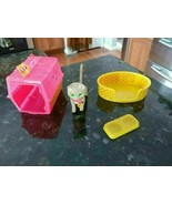 Vintage 1983 Barbie Fluff The Cat Bed Dish Carrier Pink Yellow Collectible - $23.02