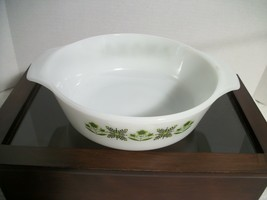 Anchor Hocking Milk Glass Flower 1 Qt Casserole Dish #436 - $9.85