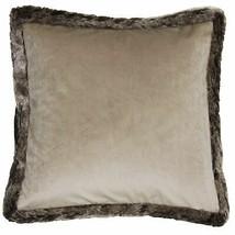 Remplie de luxe Evans Lichfield Royal Velvet gold pompon coussin 43 x 33 cm
