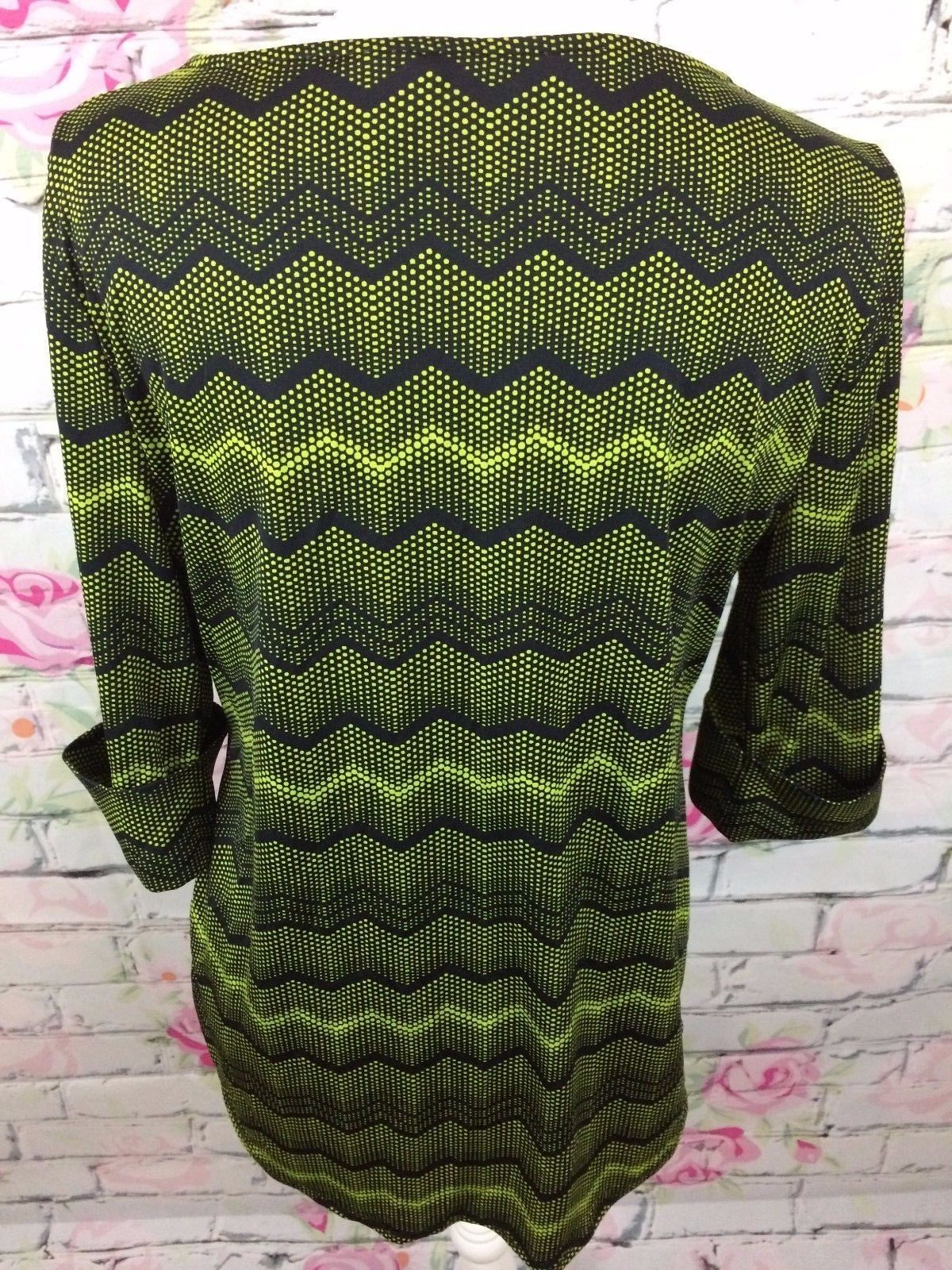 New Directions Womens Stretch 3/4 Sleeve Green Black Chevron Blouse Shirt Size M