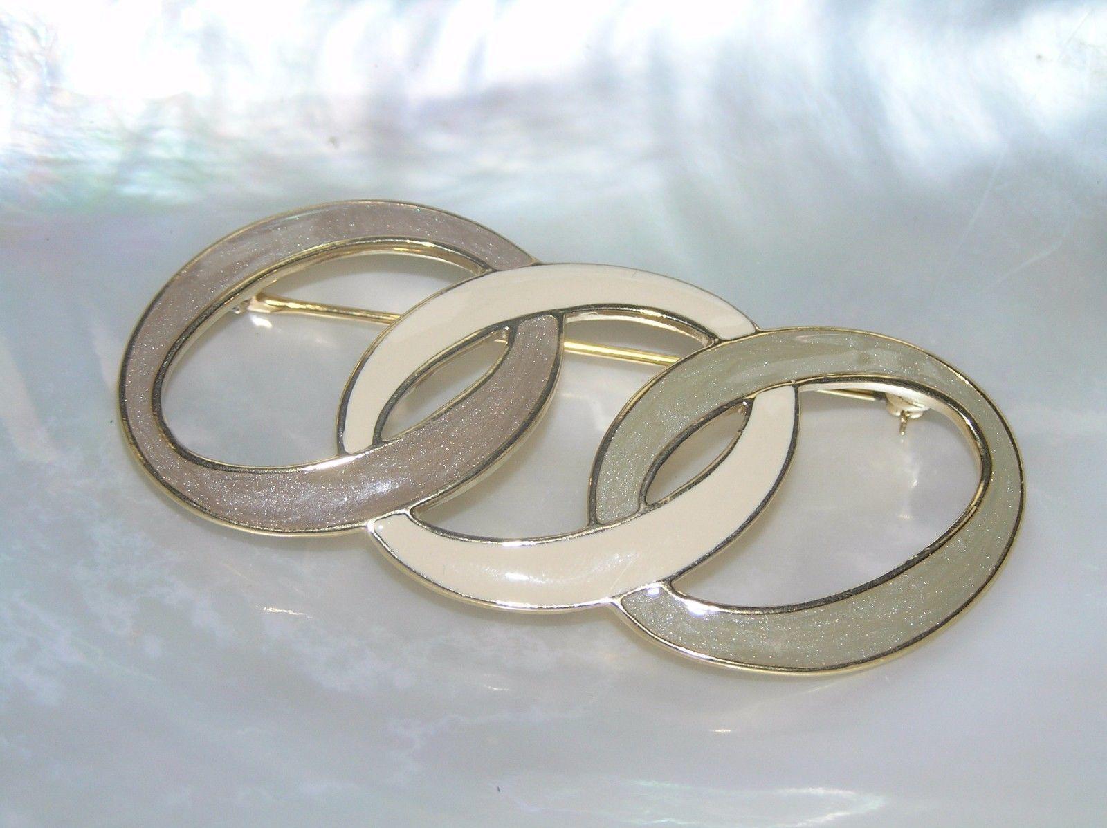 Estate Trifari Signed Taupe & Cream Enamel Interlocking Ovals Goldtone Pin