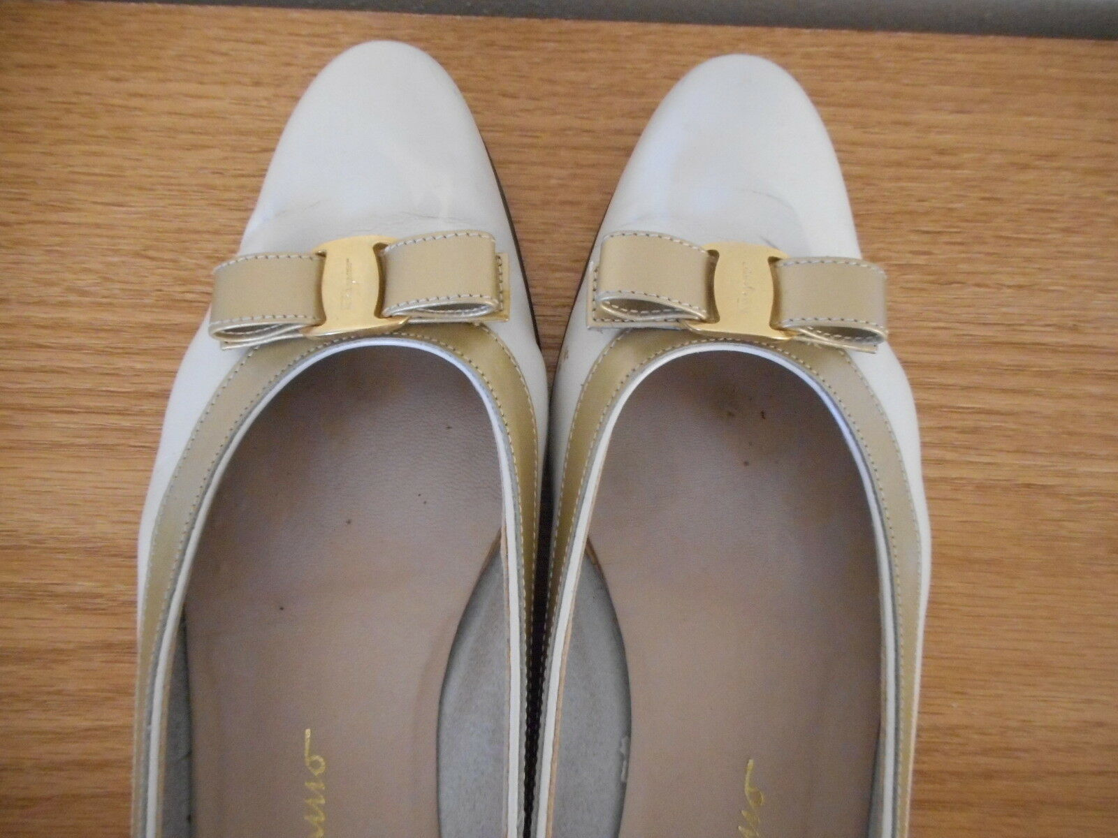 Salvatore Ferragamo Boutique Sz 7.5 4 A Creamy / Gold Womens slip on bow Shoes