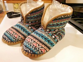 Women's Size 5/6 American Eagle Outfitters Sweater Slippers Boots - $18.80
