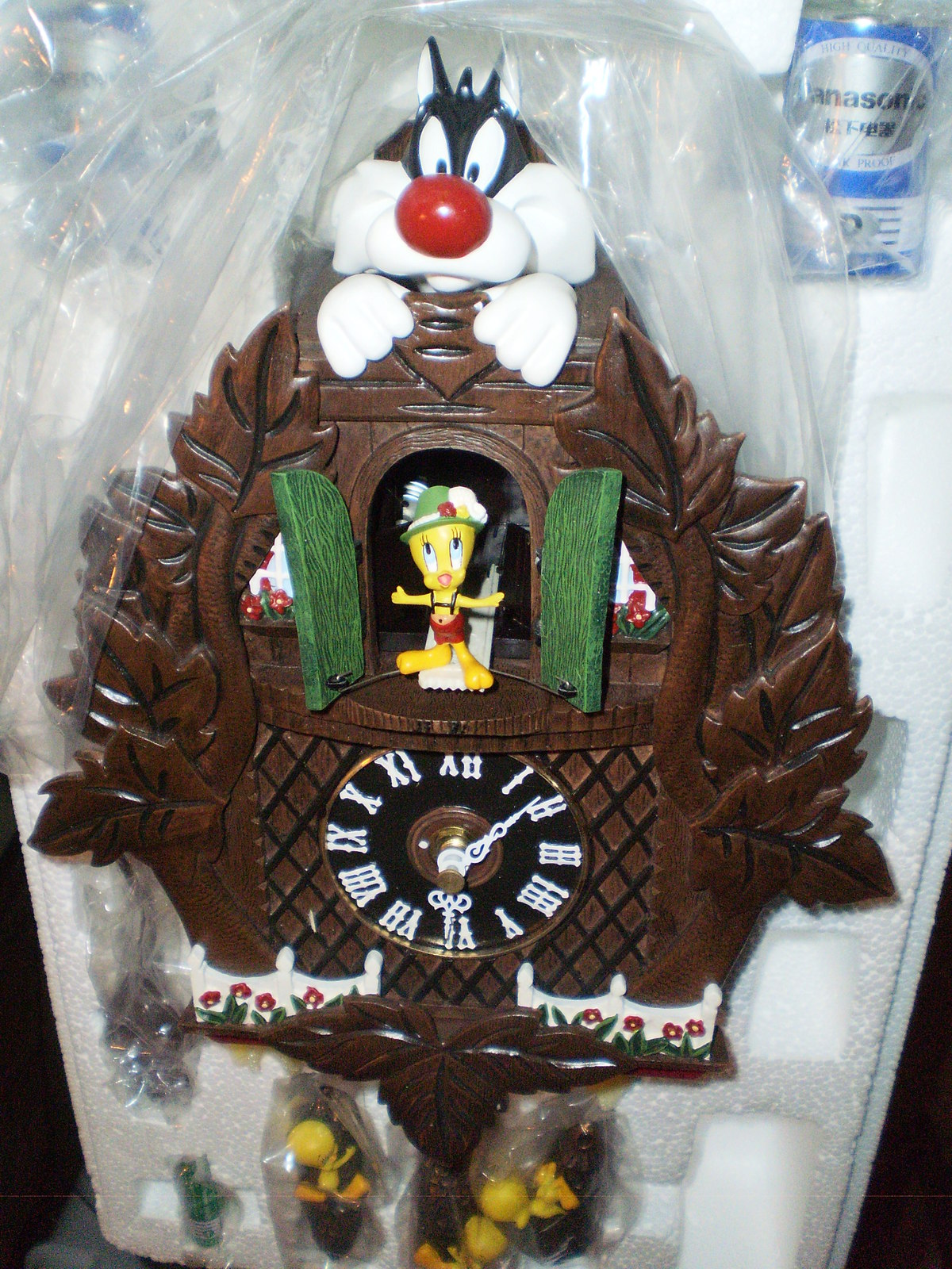 The danbury mint tweety bird sylvester cuckoo clock wb for The danbury