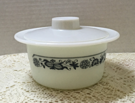Vintage Pyrex Old Town Blue Round Butter Dish With Lid Retro Kitchenware - $12.50