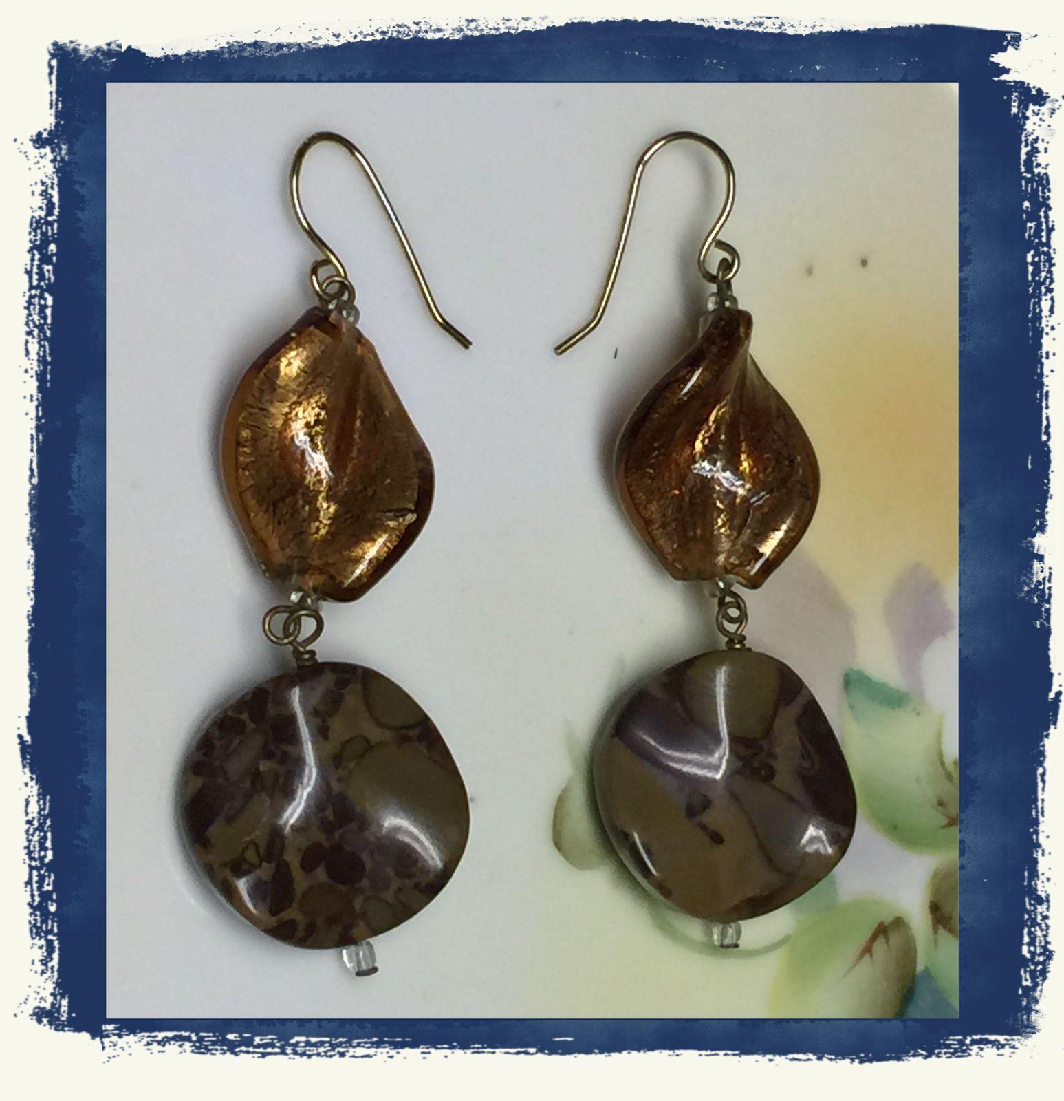 VTG Gold Metallic Brown Marble Look Plastic Beads Long Dangling Pierced Earrings