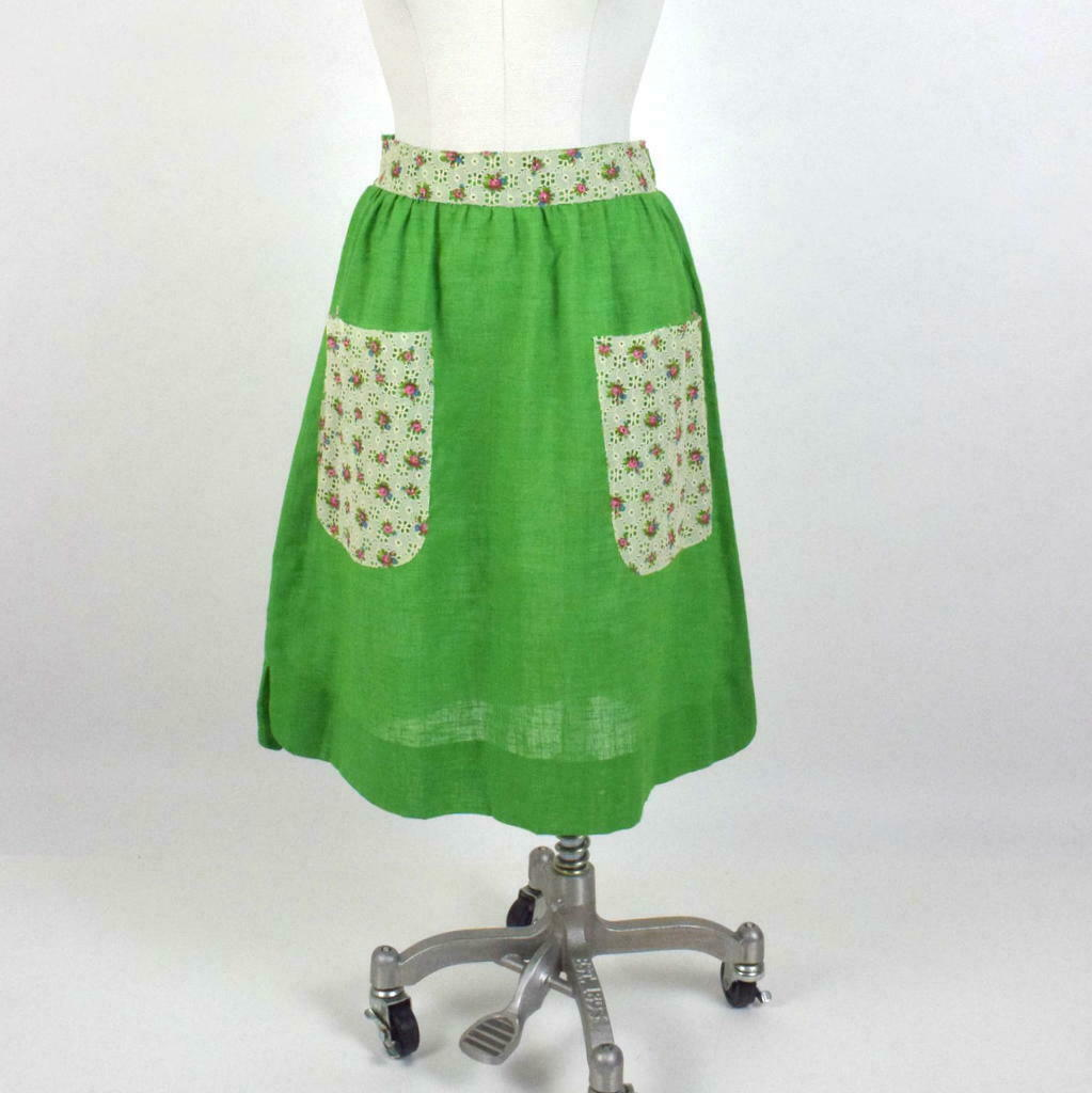 "Primary image for Vintage Green Apron Skirt Floral Lace Trim Pockets Knee Length Small 28"" Waist"