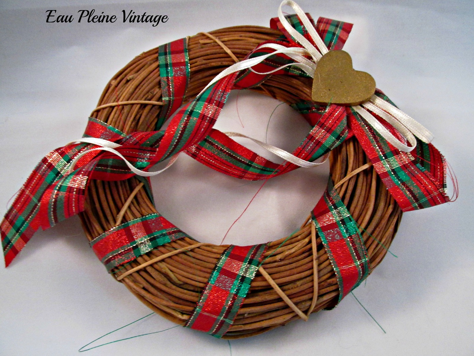 Grapevine ribbons heart christmas xmas wreath holiday