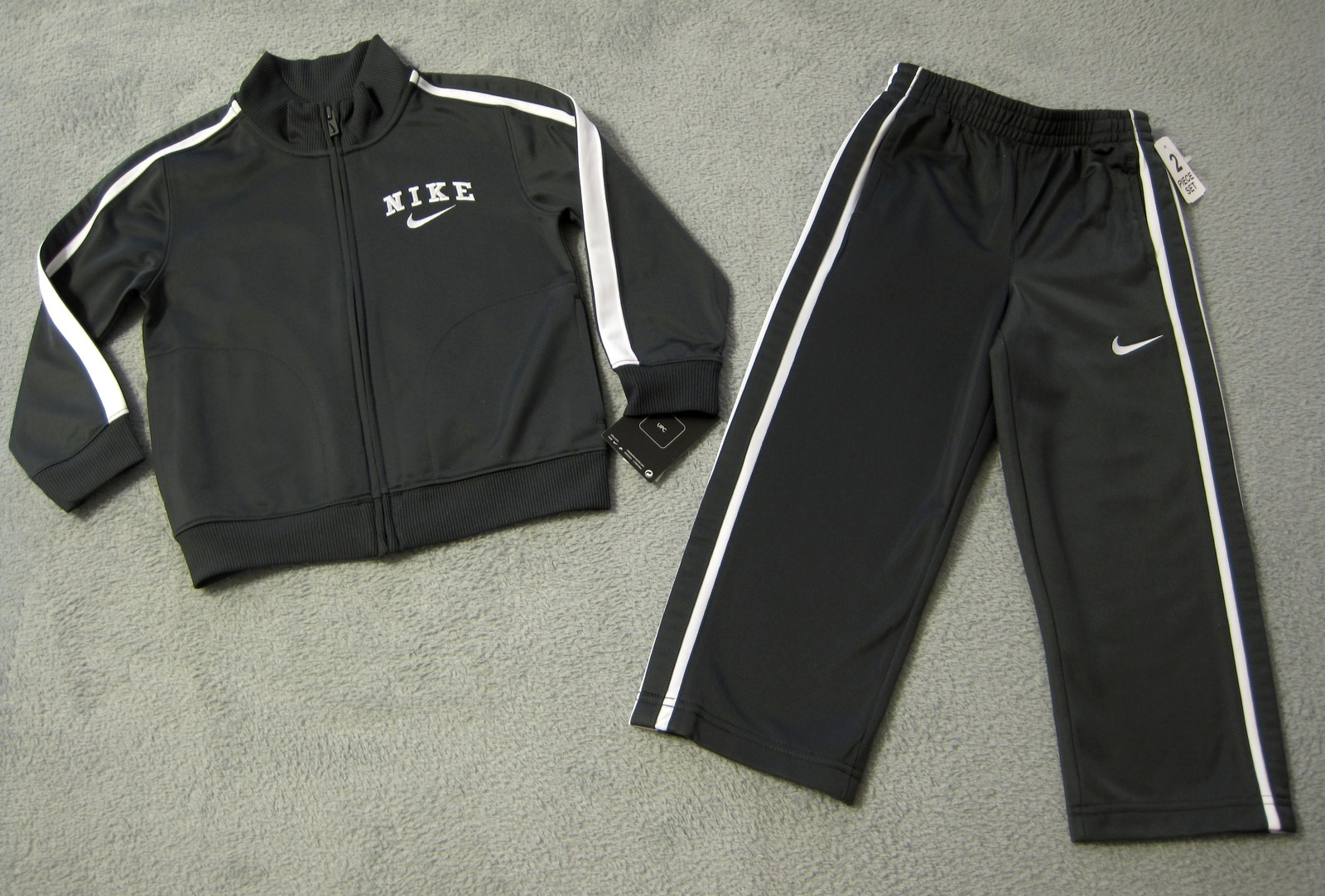 962921cbe6c6b BOYS 6 - Nike - Anthracite Gray Sports Pants   Jacket TRACK SUIT   JOGGING  SET