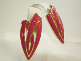 TRIFARI HOT PINK Enamel Gold Plated ABSTRACT Huggie Clip Earrings Vintag... - $15.83