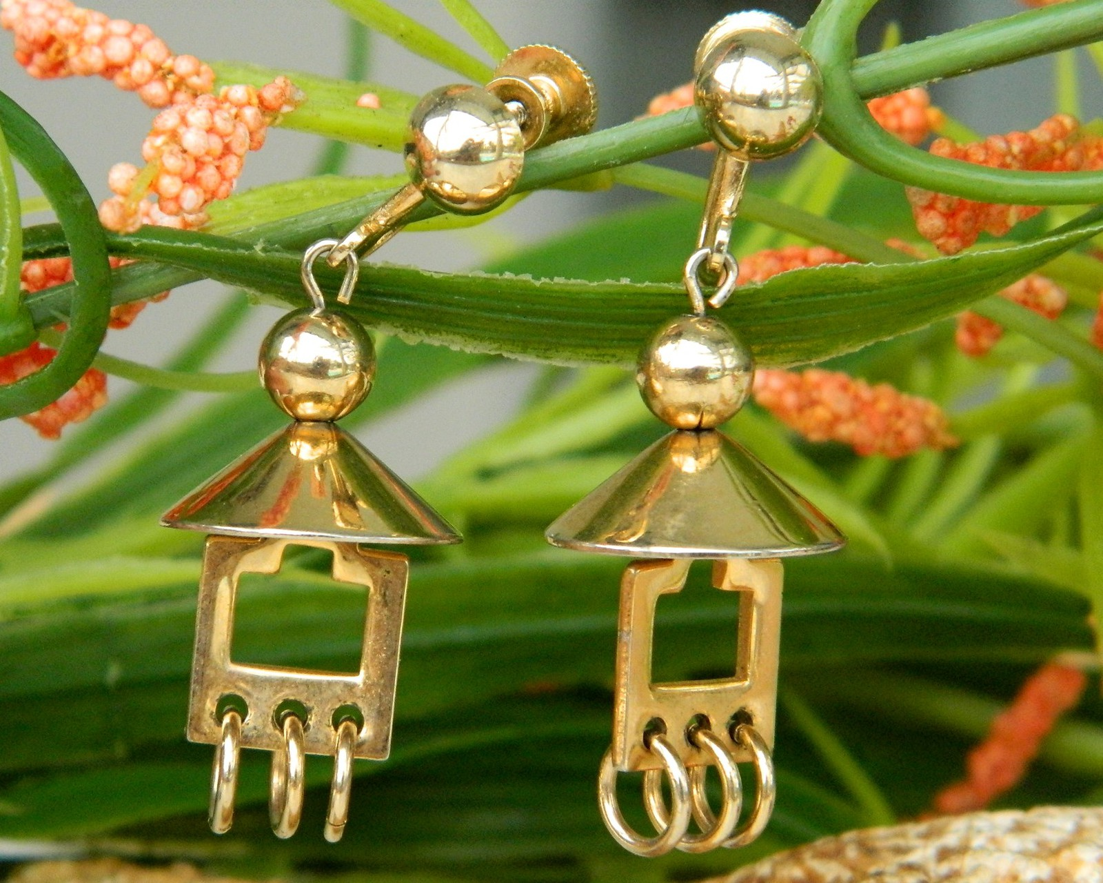 Primary image for Vintage Pagoda Dome Screwback Earrings Dangles Gold Tone By Alice