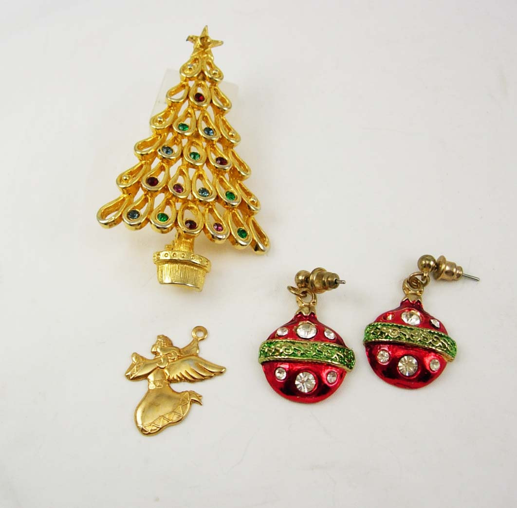 Vintage christmas tree destash brooch collection ornaments for Collecting vintage christmas ornaments